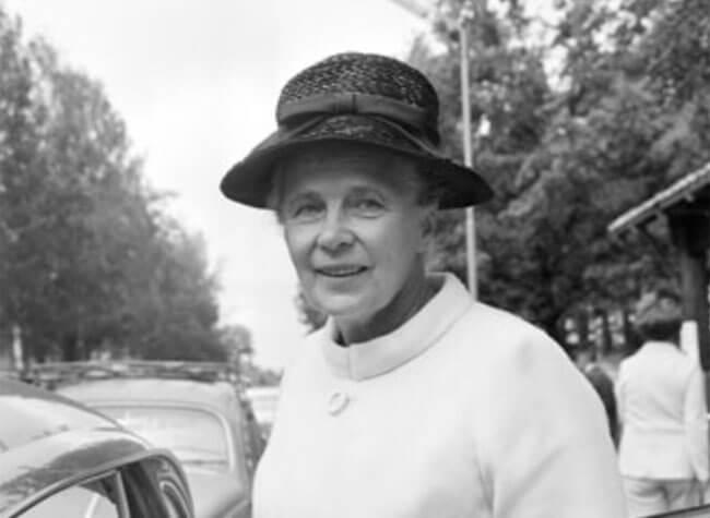 Alva Myrdal på socialdemokraternas valmarknad i Sveaparken i Tierp 1968